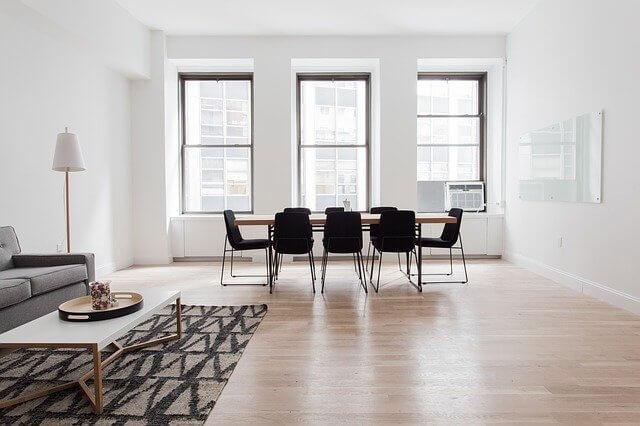 Olohuoneen lattia ja matto